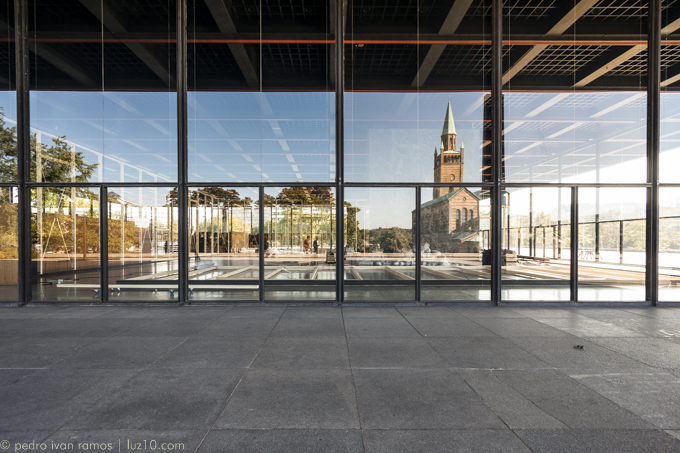 De acero. foto Neue National Gallery