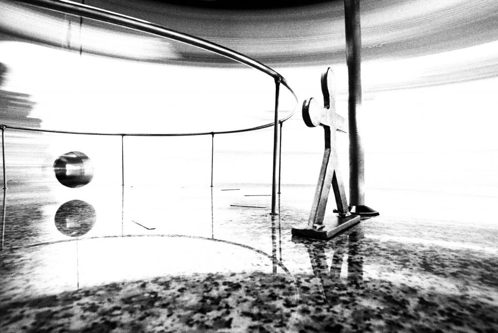 Volando sólo. Foto dinamismo de un monigote