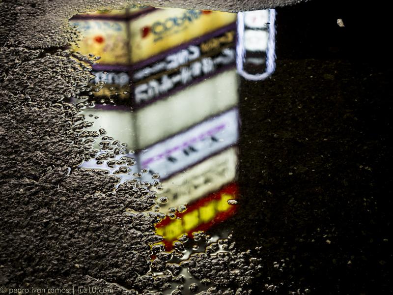 Metiéndome en charcos, esta vez, Shinjuku. luz10, pedro ivan ramos